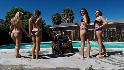 美国男生请美女拍竞选视频惹众怒高清图片