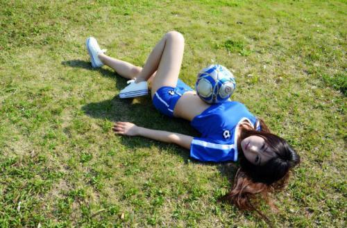 写真 郭忆然/近日,清纯国内平模郭忆然拍摄了一组风情无限的足球写真,大展...