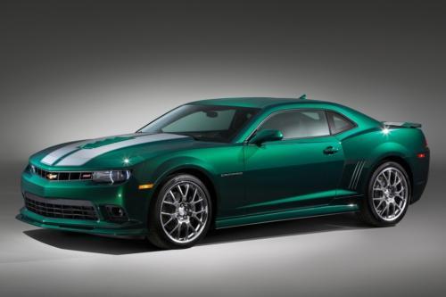 科迈罗spring特别版采用了绿色金属车漆,车辆中央绘有白色双条纹,此外