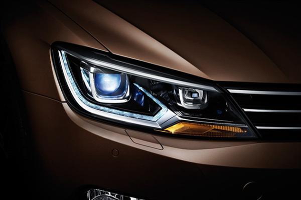 驾车安全有保证 汽车灯光正确使用方法高清图片