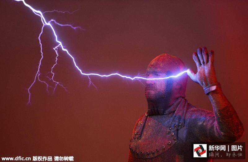 震撼 镜头记录神奇的闪电表演图片