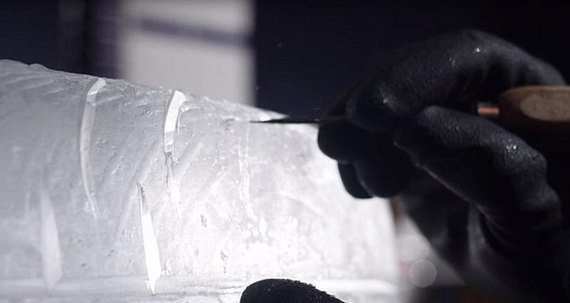 英国雕塑家制作冰冻车轮 可使汽车缓慢行驶【组图】
