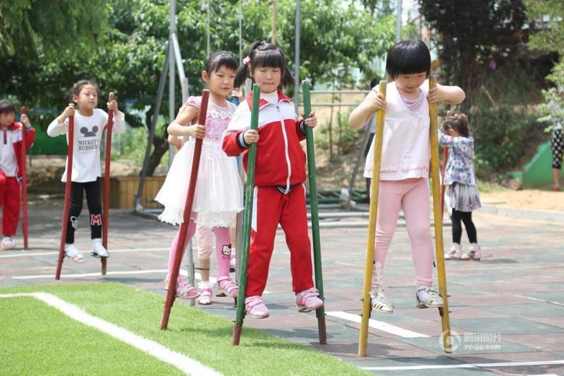 日本幼儿园攻略踩孩子爬绳打特色赤手住宿山东篮球跳绳滚筒图片